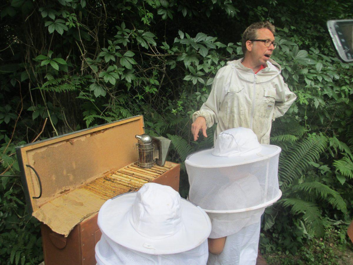 Imker aus Faszination für die Bienen